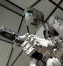 Será a Skynet? Robô russo sabe dirigir e atirar
