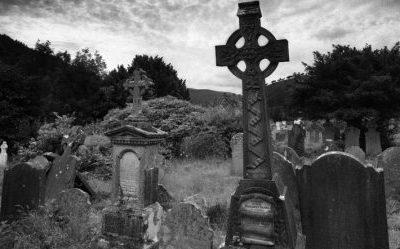 trabalhos-de-magia-feitos-em-cemitérios2